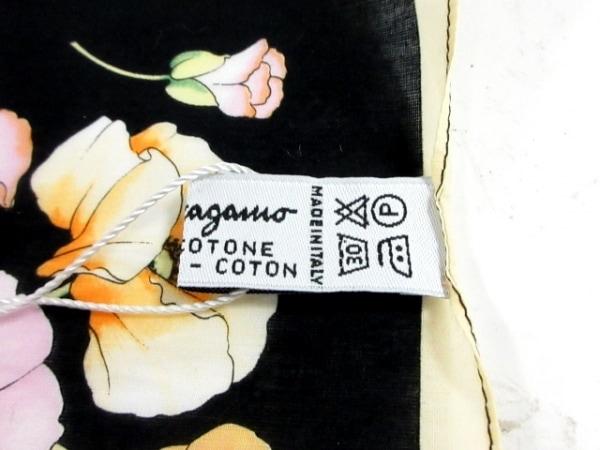 サルバトーレフェラガモ ハンカチ新品同様  黒×マルチ 花柄 5