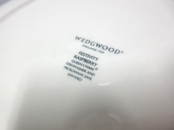 ウェッジウッド プレート新品同様  FESTIVITY RASBERRY 白×マルチ 3