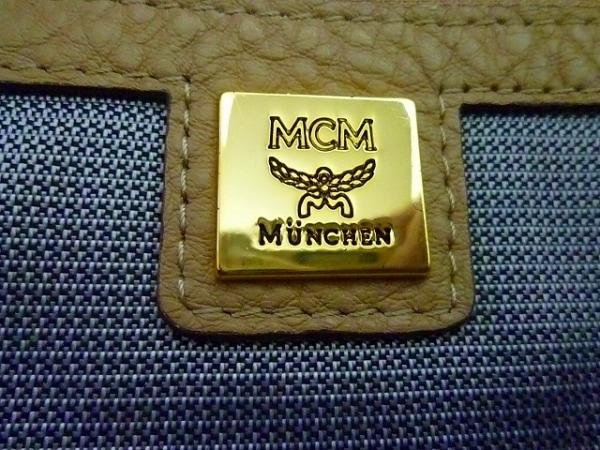 MCM(エムシーエム) リュックサック - ベージュ×黒 スタッズ 合皮 8