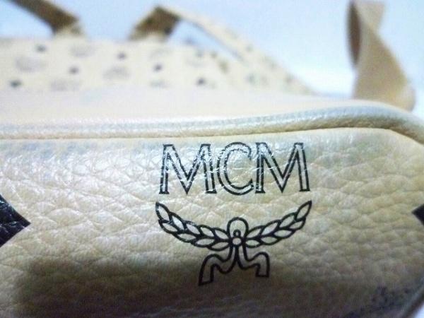 MCM(エムシーエム) リュックサック - ベージュ×黒 スタッズ 合皮 9