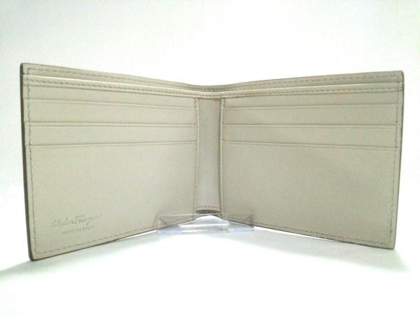 サルバトーレフェラガモ 札入れ美品  - 660778 スタッズ 3