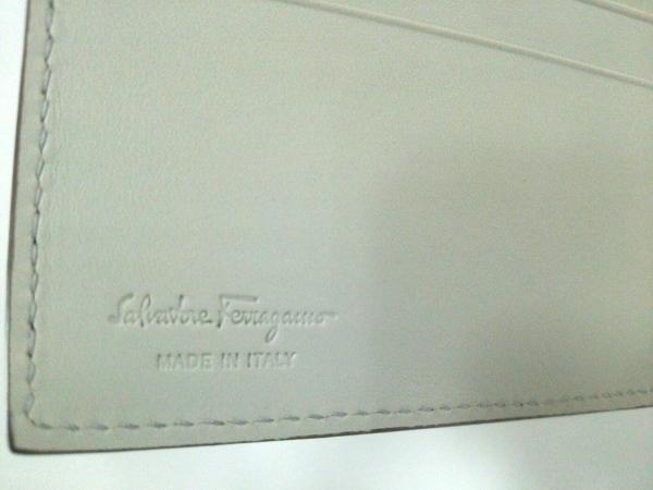 サルバトーレフェラガモ 札入れ美品  - 660778 スタッズ 5