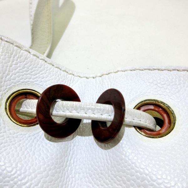 CHANEL(シャネル) トートバッグ - 白 巾着型 キャビアスキン 10