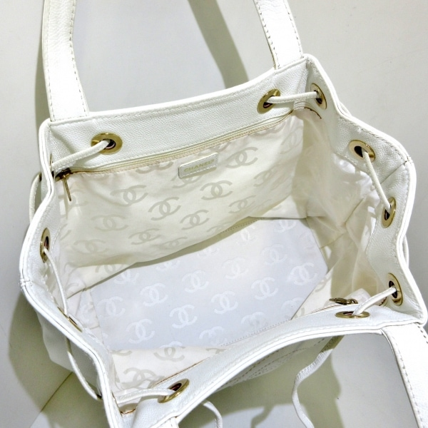 CHANEL(シャネル) トートバッグ - 白 巾着型 キャビアスキン 6